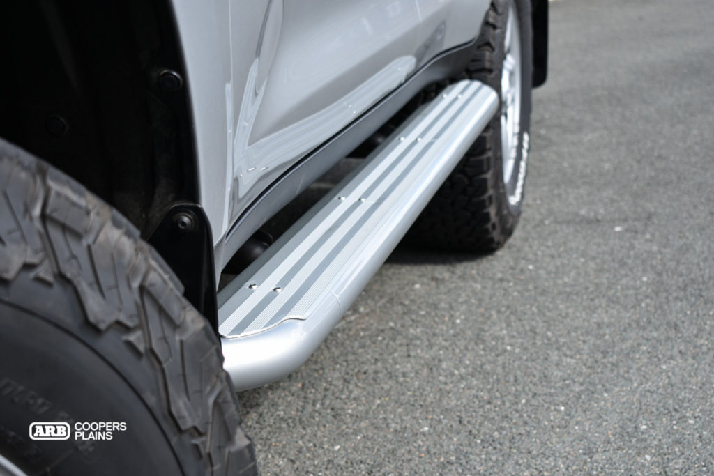 ARB 4x4 Accessories Summit Side steps are a 60.3mm tube with an anodised step fitted over the top, colour coded to compliment the vehicle while offering great protection and vehicle accessability.